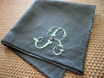 ベルギー製リネン イニシャル刺繍の大判ハンカチーフの画像