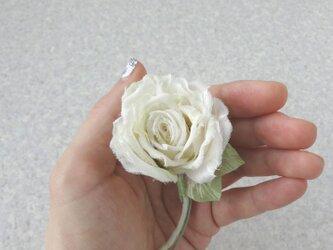 静かなオフホワイトの薔薇 SS * シルクデシン製 * コサージュの画像