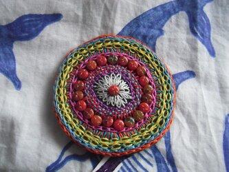 刺繍髪飾り(赤輪)の画像