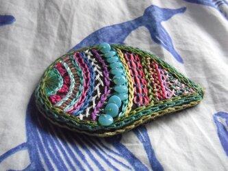 刺繍髪飾り(勾玉緑)の画像