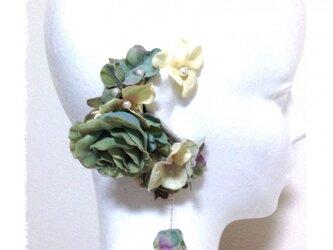 紫陽花とローズのイヤーフックE (パステルグリーン)右耳用の画像