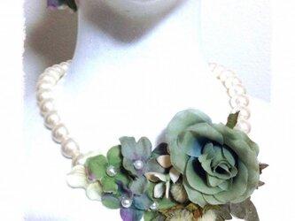 紫陽花とローズのネックレス(パステルグリーン)の画像