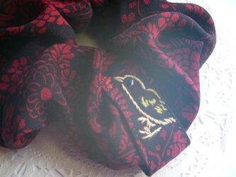 鳥刺繍のシュシュ★着物リメイク★絹の画像