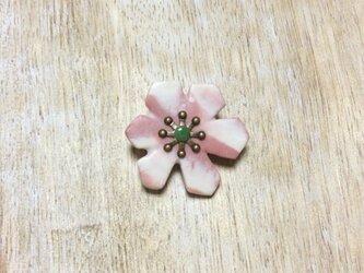 hanaブローチ with 翡翠<marble>の画像