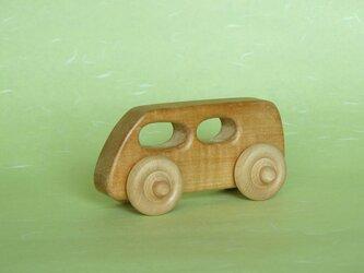 栃のワゴン/バス(木の車)の画像