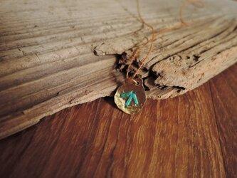 しずくの刺繍のネックレス(青緑)の画像