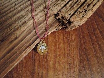 しずくの刺繍のネックレス(水色)の画像