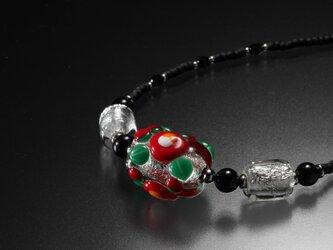 とんぼ玉 椿のビーズネックレスの画像