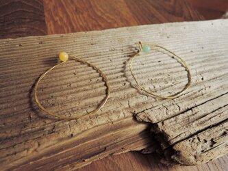 石と輪っかのブローチ(翡翠)の画像