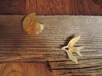 北斗七星と月の刺繍のブローチ(胡桃色)の画像