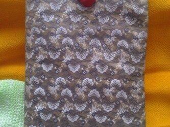 帯地で作った小物袋(うめ)の画像