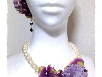 紫陽花とマムのネックレス(パープル)の画像