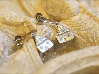 小さな教会のモチーフイヤリングの画像