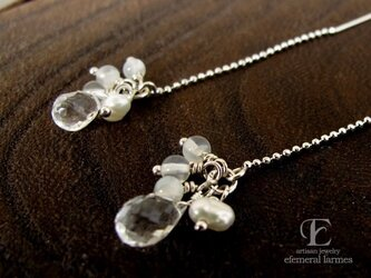 宝石質クリスタルと淡水パール・ムーンストーンのチェーンピアスの画像