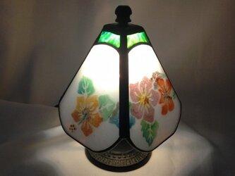 ステンドグラスの小さなランプ ハイビスカスの画像