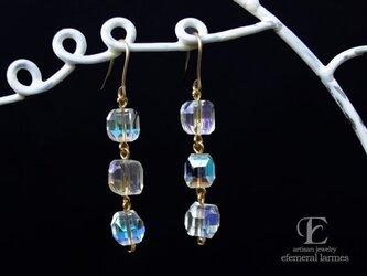 ジャパンヴィンテージガラスの三連シャボン玉カラーピアスの画像