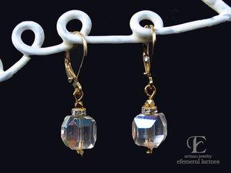 ジャパンヴィンテージガラスのフレンチフックシャボン玉カラーピアスの画像