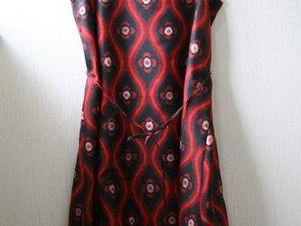 絹 黒 立涌赤目玉 ノースリーブワンピース Mサイズの画像