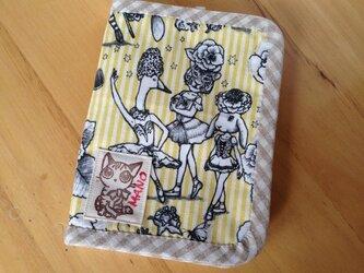手帳型カードケース〈ジョリーポム・イエロー〉の画像