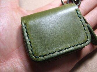 ミニファスナーコインケース 緑に緑ステッチの画像