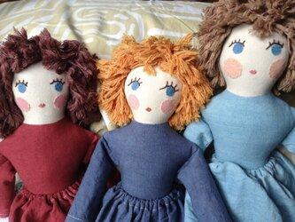 人形 女の子 ダークブルーの画像