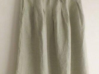 リネンのタックスカート 刺繍入の画像