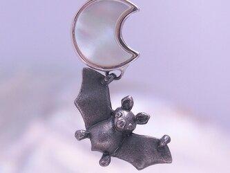 月にコウモリ/シルバーペンダント/sv925/40cmAJチェーン/貝の画像