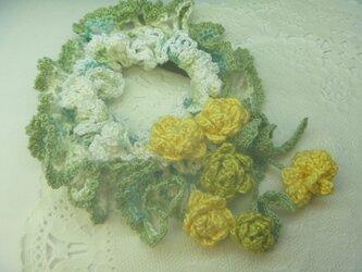 レース編みの花ブーケシュシュ★マリーゴールドの画像