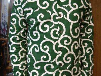 長袖唐草模様シャツ(緑)の画像