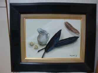 置かれた羽根の画像