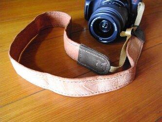 【一眼カメラ用】手縫いの牛革カメラストラップの画像