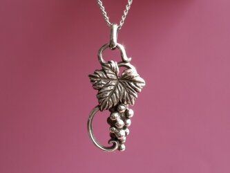 シルバー製 葡萄 ネックレスの画像