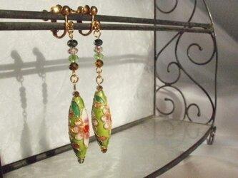 七宝ビーズのイヤリング(黄緑)の画像