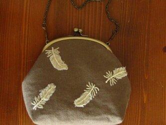手刺繍・がまぐちバッグ(羽根)の画像