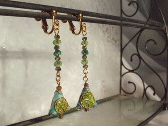 七宝ビーズのイヤリング(水色)の画像