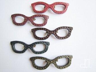 本革 メガネのブローチ(受注製作)の画像