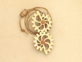貝型の歯車のネックレスの画像