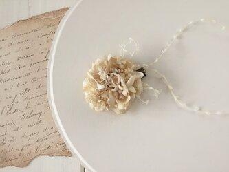 染め花のミニクリップ(アンティークホワイト)の画像