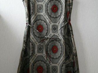 絹 紬 灰色 蜀江模様 ノースリーブワンピース MLサイズの画像