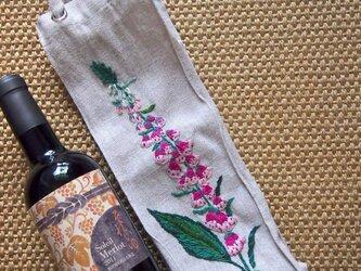フォックスグローブの花の刺繍のワインバッグの画像