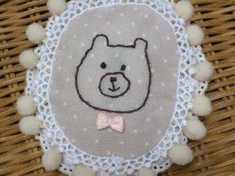 くま刺繍ブローチの画像