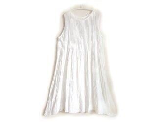 ピンタックワンピース/ホワイト/メディカルガーゼ服の画像