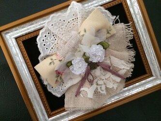 ヘアピンブローチ(リネンの白いお花)〜プレリライン〜の画像