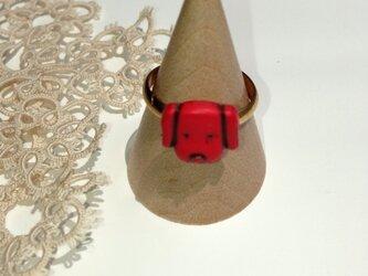 アンティーク風赤い犬のリングの画像