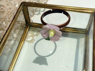アンティーク風小花のリングの画像