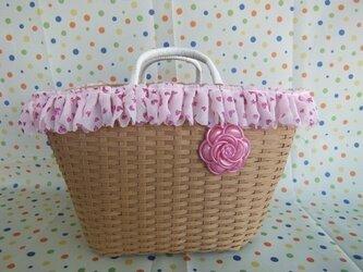 ピンクレースとお花のカゴバッグの画像