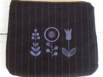 花刺繍のミニポーチ ピンストライプ 茶の画像