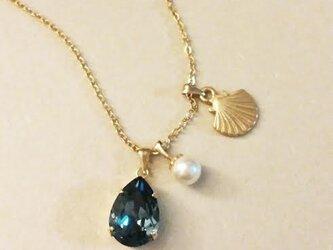 ネックレス(貝がらとパールと深い海の青)の画像