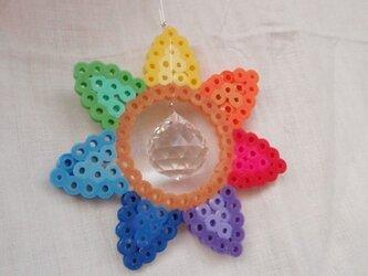 【虹の花咲く七枚花弁型】色相環風サンキャッチャー【虹の母】の画像
