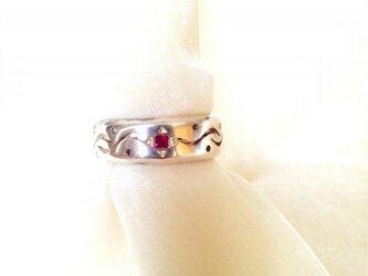 ルビーの指輪(流れ)の画像